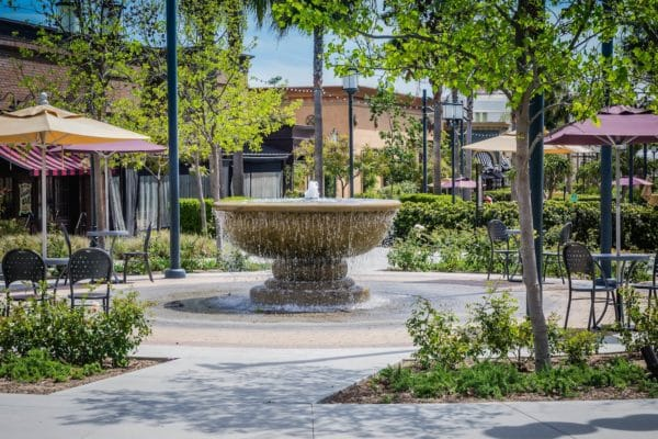 A water fountain in a Pasadena shopping center