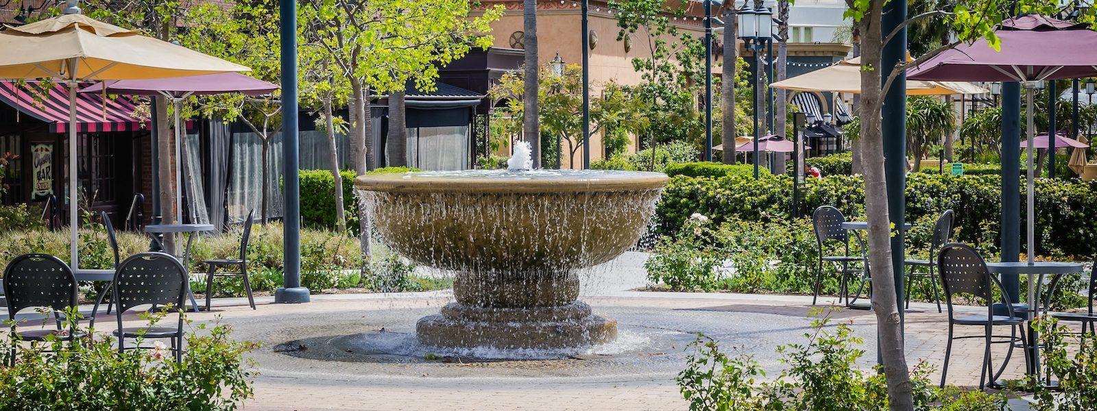 A water fountain in a Pasadena shopping center